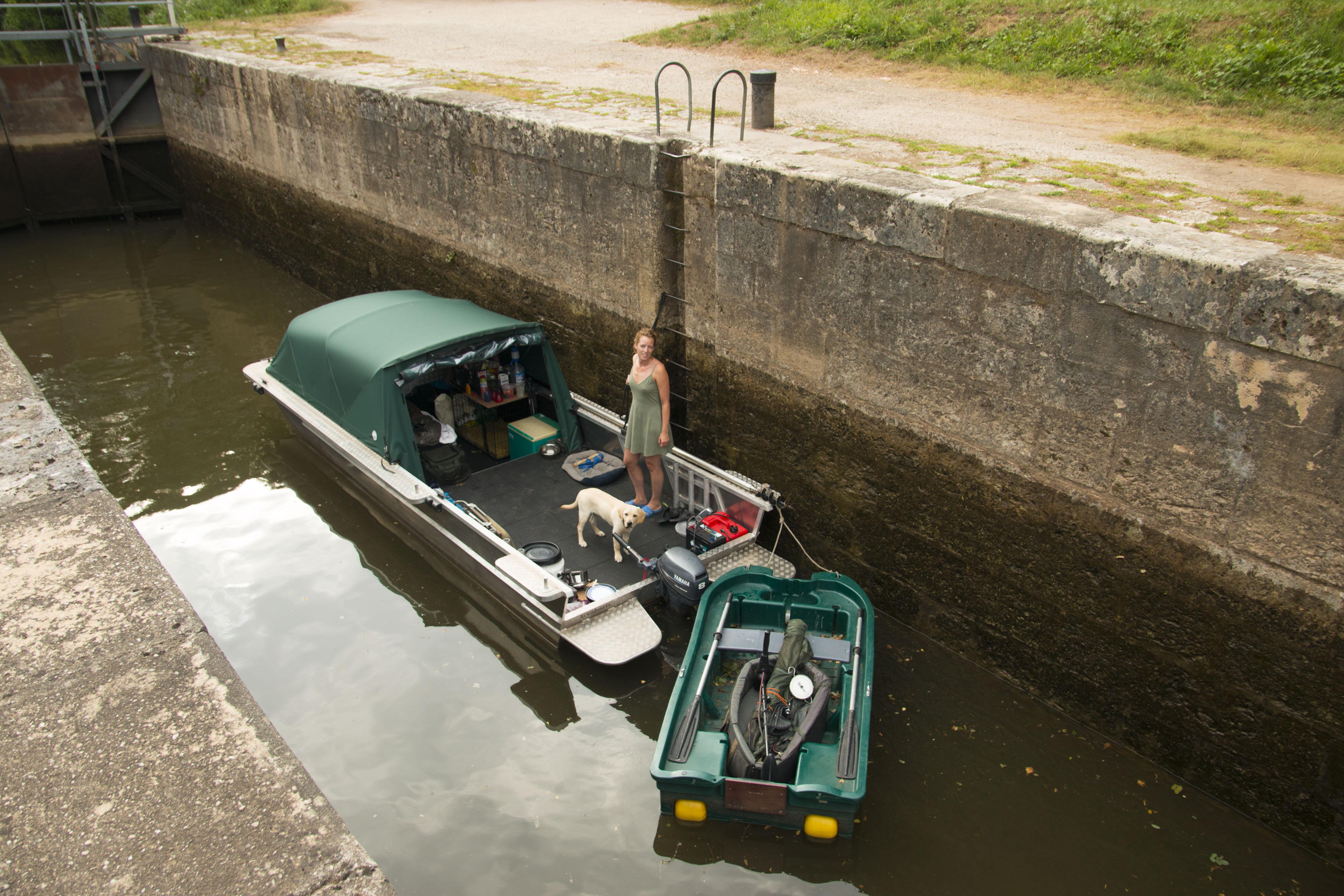 Bootvissen op de rivier in frankrijk